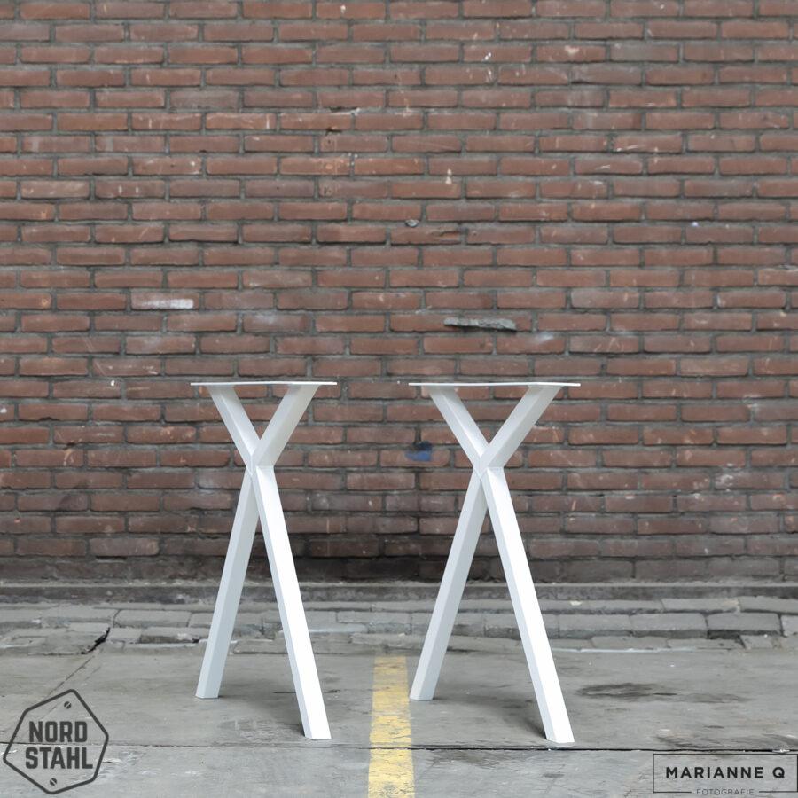 Nordstahl Scissor leg wit 2 stalen tafelpoten